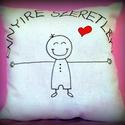 """""""Ennyire szeretlek"""" párna fiú (akár névvel, dátummal is) VALENTIN NAPRA!, Otthon, lakberendezés, Szerelmeseknek, Lakástextil, Párna, Ez a pihe-puha cuki párna tökélestes ajándék szerelmednek. A rajzot textilfestékkel készítettem (a p..., Meska"""