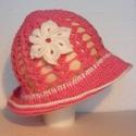 Nyári horgolt mályva színű kislány kalap 6-12 hónapos, Baba-mama-gyerek, Ruha, divat, cipő, Gyerekruha, Baba (0-1év), Horgolás, Nyári horgolt mályva színű kislány kalap fehér horgolt virág díszítéssel 6-12 hónapos korig. Csak e..., Meska