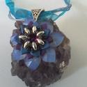Monah, Ékszer, óra, Medál, Nyaklánc, Gyöngyfűzés, Ékszerkészítés,  Japán gyöngy és swarovski kristály felhasználásával készítettem ezt a medált. Divatos színekben cs..., Meska