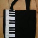 Zongora táska , Táska, Válltáska, oldaltáska, Zenekedvelőknek,különleges darabok kedvelőinek ajánlom ezt a táskát Mérete 34x40 cm,bősége 4 cm Pánt..., Meska