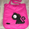 Egyedi cicás táska, Táska, Válltáska, oldaltáska, Mindennapi használatra (is) ajánlom ezt a cicás táskát Vatelinnel bélelt,jó tartású Egy belső zsebe ..., Meska