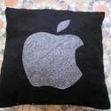 Apple párna, Otthon, lakberendezés, Lakástextil, Párna, 35x35 cm méretű polár párna Utalás beérkezte után egy napon belül postázok, Meska