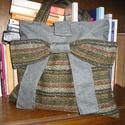 Egyedi gyapjú táska, Táska, Válltáska, oldaltáska, Egyedi női táska Mintás része 100 % gyapjú,a szürke anyag pedig erős bútorszövet Magassága 34 cm,szé..., Meska
