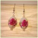 Romantikus virágos fülbevaló, Ékszer, óra, Esküvő, Fülbevaló, Esküvői ékszer, Ékszerkészítés, Gyöngyfűzés,   Fehér porcelán gyöngyből készítettem ezt a fülbevalót, melyet gyönyörű rózsaszín virágok díszíten..., Meska