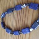 Fekete -tenger : lapis-lazuli és iolit karkötő, Ékszer, Karkötő, Lapis lazuli lapos négyszög és kis iolit kövekből készült karkötő. Gumis damilra fűzve. , Meska