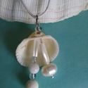 Kagylóban -  tengerparti nyaklánc, Ékszer, Medál, Nyaklánc, Tengeri összeállítás egy medálban : kagyló alap,gyöngy,  fehér korall golyók, kagyló pálcikák, akvam..., Meska