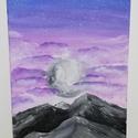 A felhők felett, Otthon & lakás, Dekoráció, Képzőművészet, Dísz, Kép, Festmény, Akril, Festészet, Vászonra akrillal festett rózsaszín lila hatású felhők, hegyekkel, a Hold fényében.  Méret: 58x25 cm, Meska
