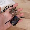 Steampunk mini könyv medál / Polip könyvecske nyaklánc / Könyv ékszer, Ékszer, Medál, Nyaklánc, Kézzel készült mini könyv medál. Polip és szegecsek díszítik. Bőrszálat adok hozzá, így ..., Meska