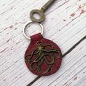 Polip valódi bőr kulcstartó / Steampunk kulcskarika, Képzőművészet, Vegyes technika, Valódi bőrből készítettem ezt a kulcstartót.  Polip medállal díszítettem  Tökéletes vála..., Meska