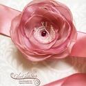Rozita - egyedi alkalmi, menyasszonyi öv, Esküvő, Hajdísz, ruhadísz, Vintage ihletésű egyedi menyasszonyi öv, mely a Rozita termékcsalád tagja...  A virág átmérője kb. 8..., Meska