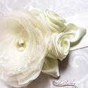 Vanda - egyedi alkalmi, menyasszonyi öv, Esküvő, Hajdísz, ruhadísz, Egyedi menyasszonyi öv, melynek virágokkal-levelekkel díszített része kb. 13 x 10 cm (a legszélesebb..., Meska