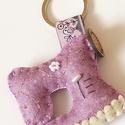 Varrógép kulcstartó, Mindenmás, Kulcstartó, Gyapjúfilc anyagból készült általában 5-7 cm nagyságú kulcstartó, kézzel varrva, hímzéssel  díszítve..., Meska