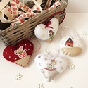 Vegyes karácsonyfa dísz szett, Dekoráció, Karácsonyi, adventi apróságok, Ünnepi dekoráció, Karácsonyfadísz, Filc anyagból készült textilbőrrel, hímzéssel,flitterrel, gombokkal díszített szív, kör alakú díszek..., Meska