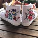 Kalocsai mintás,hímzett cipő, Ruha, divat, cipő, Cipő, papucs, Egyedi,kalocsai mintával készült cipőt vásárolhat. A hímzésre garanciát vállalok. Mérete:..., Meska