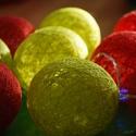 Tavaszköszöntő AKCIÓ!! - Bolondos gömbifényfüzér, Dekoráció, Baba-mama-gyerek, Gyerekszoba, Ünnepi dekoráció, Mindenmás, Egyedi, kézzel készített, a piros és zöld színben pompázó cérna gömb fényfüzér. A 10 darabos LED iz..., Meska