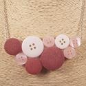 Rózsaszín fehér gombnyaklánc, Ékszer, Nyaklánc, Különböző rózsaszín árnyalatú valamint fehér színű műanyag gombokból állítottam össz..., Meska