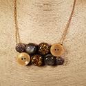 Zöld-arany köves gombnyaklánc, Ékszer, Nyaklánc, Különleges zöldes apró köveket tartalmazó gyanta gombok, zöld és arany műanyag gombok felha..., Meska