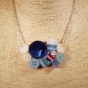 Mikulás gombnyaklánc, Ékszer, Nyaklánc, Mikulás mintás fa gomb, valamint kék és fehér műanyag gombok felhasználásával hoztam létre..., Meska
