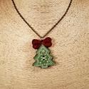 Karácsonyfa gombnyaklánc, Ékszer, Nyaklánc, Karácsonyfa alakú fa gomb és két szív alakú piros csillogó gomb felhasználásával születet..., Meska