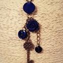 Sötétkék vintage gombnyaklánc, Ékszer, Nyaklánc, Egy textil borítású sötétkék gombhoz kapcsoltam hozzá két darab műanyag gombot, egy bronz s..., Meska