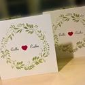 Esküvői meghívó levélkoszorúval