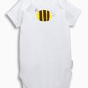 Pulee baba body - méhecske, Ruha, divat, cipő, Baba-mama-gyerek, Gyerekruha, Baba (0-1év), Fotó, grafika, rajz, illusztráció, Mindenmás, Saját tervezésű, egyedi grafikával díszített gyermek body.  A bájos méhecskével dekorált Next márká..., Meska