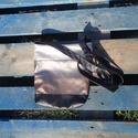 Arany-ezüst-fekete csíkos táska, Táska, Válltáska, oldaltáska, Puha textilbőrből készült kis méretű válltáska.Vatelinnel és pamutvászonnal bélelt.Húzó..., Meska