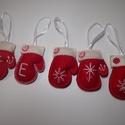 Kesztyű díszek, Dekoráció, Karácsonyi, adventi apróságok, Ünnepi dekoráció, Karácsonyi dekoráció, Piros és fehér filcből készült kis kesztyűk vatelinnel töltve.500ft/db.Saját monogrammal is ..., Meska