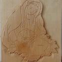 Szűz Mária a kisdeddel - faragás , Dekoráció, Ünnepi dekoráció, Karácsonyi, adventi apróságok, Karácsonyi dekoráció, Színtelen páccal kezelve. Anyaga hársfa. Minta kézzel faragott. Mérete 24*21 cm , Meska