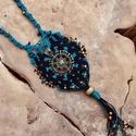 Blue Karma, Ékszer, Medál, Nyaklánc, Ékszerkészítés, Csomózás, A sors kereke középen, amit körbefon az élet virága motívum. A nyaklánc képviseli a hozott karmákba..., Meska