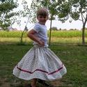 Néptáncos próbaszoknya kislányoknak, Ruha, divat, cipő, Magyar motívumokkal, Gyerekruha, Gyerek (4-10 év), Varrás, Apró virágos néptáncos próbaszoknya. Bordó szatén szalaggal. 50 cm hosszú 5-8 éves kislányoknak., Meska