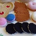 Nassolni valók: horgolt apró sütemények, Gyerek & játék, Játék, Játékfigura, Baba játék, 100% pamut fonalból készítettem ezeket a horgolt aprósüteményeket.  Babakonyha tökéletes, természetb..., Meska