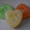 Luffa szivacsos színes szíves szappanok, Szépségápolás, Szappan, tisztálkodószer, Szappankészítés, 3 db különböző színű és illatú szappan egy szettben!   A Luffa értékes szivacsát egy kúszótök féle ..., Meska