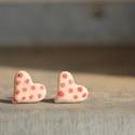 Pöttyös szívfüli, Ékszer, Fülbevaló, Kézzel készített kerámia fülbevaló, szív formájú, pöttyös mintával, Meska