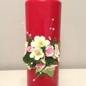 Piros dekor - gyertya , agyagvirágokkal díszítve