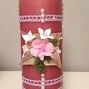 Mályva színű dekor - gyertya pink agyagvirágokkal (mindkét oldalán) és csipkével díszítve, Dekoráció, Otthon, lakberendezés, Gyertya, mécses, gyertyatartó, Ünnepi dekoráció, Gyurma, Mindenmás, Egyedi , agyagvirágokkal díszített tömbgyertya !   Mérete : 20 cm  magas x  7 cm átmérőjű   A késze..., Meska