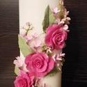 Fehér dekor - gyertya , pink agyagvirágokkal díszítve, Dekoráció, Otthon, lakberendezés, Gyertya, mécses, gyertyatartó, Ünnepi dekoráció, Gyurma, Mindenmás, Egyedi , agyagvirágokkal díszített tömbgyertya !   Mérete : 20 cm  magas x  7 cm átmérőjű   A késze..., Meska