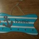 Kulcstartó, Otthon, lakberendezés, Mindenmás, Szerelmeseknek, Kulcstartó, Famegmunkálás, Festészet, Kulcstartó, mérete: 23 X 15 cm, szín fehér-kék-szürke, tengerész szimbólummal dekorált. A termék ké..., Meska