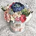 Selyemvirág box, virágdoboz, Dekoráció, Otthon, lakberendezés, Csokor, Kaspó, virágtartó, váza, korsó, cserép, Élethű selyemvirágokból készült doboz, melynek méretei: doboz átmérője 15cm, virágokkal a..., Meska
