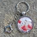 Pipacsos üveglencsés  kulcstartó , Ékszer, óra, Mindenmás, Kulcstartó, Szögletes medállal és a népszerű pipacsmező mintával készült kulcstartó, a minta mérete 3  cm.  A lá..., Meska