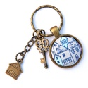 Házikós  textilgombos kulcstartó , Mindenmás, Kulcstartó, Fém alappal készült kulcstartó, házacska textilgombbal a belsejében és fém medálokkal. A minta átmér..., Meska