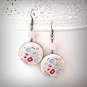 Virágos romantika fülbevaló, Ékszer, óra, Fülbevaló, Egy csokornyi romantikus virággal díszített textilből készült fülbevaló, rózsakvarc ásványgyönggyel...., Meska