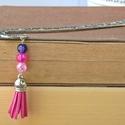Bojtos könyvjelző - pink, Ékszer, Naptár, képeslap, album, Könyvjelző, A rózsaszín kedvelőinek - könyvjelző bőr bojttal és rózsaszín-lila-pink gyöngyökkel.   Akár ajándékk..., Meska