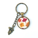 Kulcstartó őszi hangulatban, Mindenmás, Kulcstartó, Fém alappal készült kulcstartó, tarka levélmintás textilgombbal a belsejében és egy fém levél medáll..., Meska