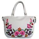 Kalocsai mintás táska (fehér), Táska, Válltáska, oldaltáska, Egy gyönyörű kalocsai hímzésminta részlete került erre a táskára.  Mérete: 33x24x5 cm  Bélése erős p..., Meska