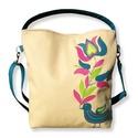 Somogyi madaras táska, Táska, Válltáska, oldaltáska, Egy régi somogyi minta, modern feldolgozásban került erre a táskára.  Mérete: 30x35x6 cm  Bélése erő..., Meska