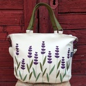 Levendulás táska, Táska, Válltáska, oldaltáska, Levendulákkal díszítettem ezt a táskát, hogy a nyár mindig veled legyen!  Mérete: 40x30x6 cm  Bélése..., Meska