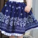 PÖRGŐS, állítható derekú, 2 szélhosszas, 50-80 cm hossz, bordűrös sötét kékfestő mintájú néptáncos szoknya, Ruha, divat, cipő, Női ruha, Szoknya, A néptáncos szoknyát úgy alkottuk meg, hogy több évig is viselhessék a lányok, hölgyek és asszonyok,..., Meska