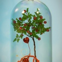 """Gyöngyfüzőtt almafa padon ülőemberkével swarovski szív """"lufival"""", búrában, Otthon & lakás, Táska, Divat & Szépség, Dekoráció, Dísz, Képzőművészet, Vegyes technika, Gyöngyfűzés, gyöngyhímzés, Egyedi, különleges, kézműves ajándék ünnepi alkalmakra (születésnap, névnap, évforduló, Valentin-na..., Meska"""