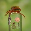 """Üvegcse emberkével, kezében rózsával + ajándék charm - """"Elegant Collection"""" (036), Otthon & lakás, Dekoráció, Dísz, Gyöngyfűzés, gyöngyhímzés, Egy kis palackba zárt kedvesség, báj, szeretet. Egyedi, különleges ajándék ez a kézzel készült cuki..., Meska"""